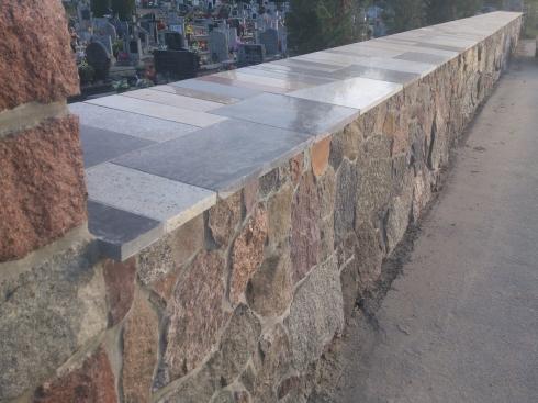 Mur kamienny na cmentarzu_3