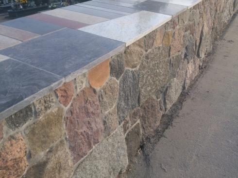 Mur kamienny na cmentarzu_5