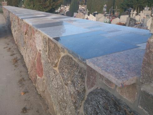 Mur kamienny na cmentarzu_7