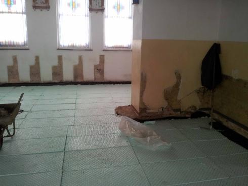 Posadzka kościoła 2013