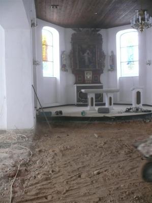 Sufit w czasie remontu posadzki